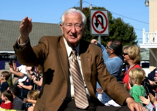 Congressman Ralph Hall waves to the crowd at Frisco 2008 community parade.