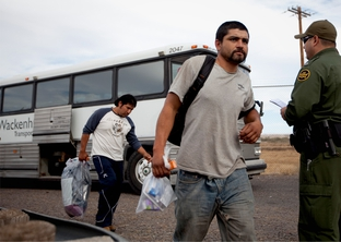 Photo of undocumented immigrants getting off the bus in Presidio so they can be deported to Ojinaga, Mexico