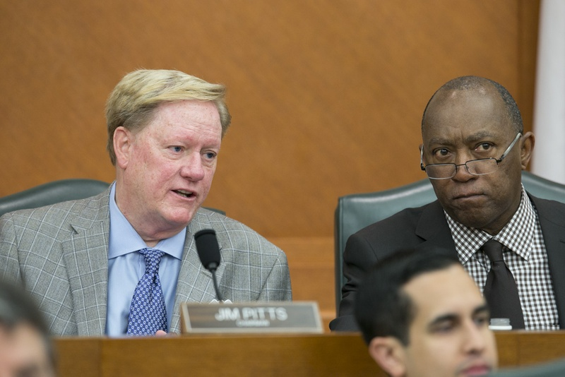 House Appropriations Committee chairman Jim Pitts, l, R-Waxahachie, and Rep. Sylvester Turner, D-Houston, at the early morning meeting on May 17, 2013.