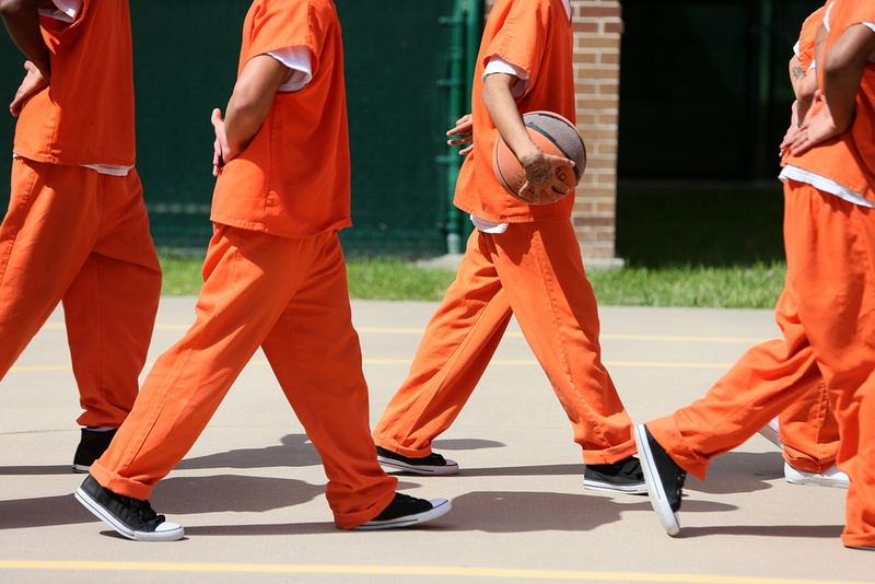 Bill to end jail time for those too poor to pay fines heads to Texas governor