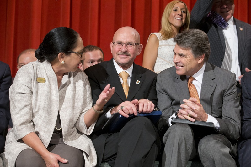 Gov. Rick Perry, r, with Presidents Dr. Juliet Garcia and Dr. Robert Nelsen at the ceremony at the former UT-Pan Am in Edinburg, TX on July 16, 2013.