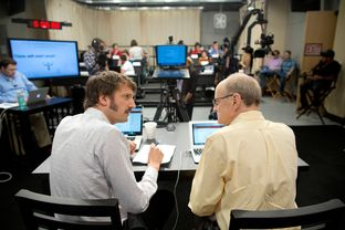 University of Texas at Austin Psychology professors Dr. Sam Gosling and Dr. Jamie Pennebaker discuss their synchronized massive online course for Psych 301, moments before streaming live from a studio on campus for the first time.