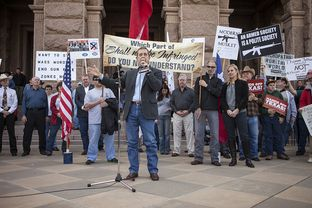 Texas Land Commissioner Jerry Patterson speaking at the Guns Across America Rally at the Capital on Jan. 19, 2013.