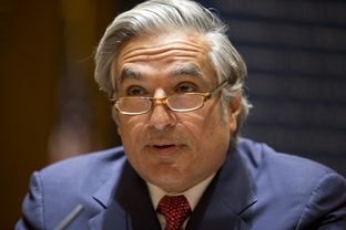 UT System Chancellor Francisco Cigarroa announces his resignation on Feb. 10, 2014.