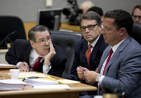Gov Rick Perry listens as attorneys David Botsford, l, and Tony Buzbee plot strategy in a court hearing on Nov. 6, 2014.