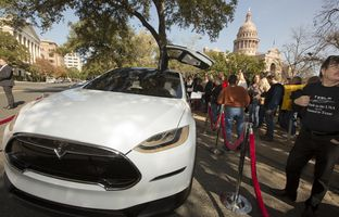 Texas law prohibits car companies from selling cars directly. Customers have to go through an independent dealership instead. For three years, Tesla has been trying without success to change that by lobbying Austin. Now it's lobbying party activists.