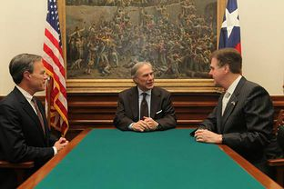 (L-R) State House Speaker Joe Straus, Governor Greg Abbott and Dan Patrick on May 21, 2015.