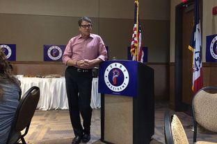 Rick Perry campaigns at a meet and greet in Storm Lake, Iowa on August 17, 2015.