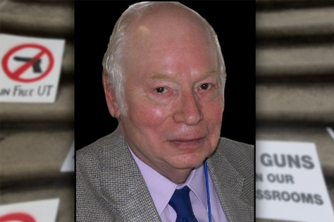 Nobel Prize-Winning physicist Steven Weinberg told the Faculty Council at the University of Texas at Austin that he will attempt to ban guns from his classroom this fall, regardless of UT's policy.