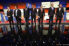 Republican U.S. presidential candidates pose together onstage at the start of the debate held by Fox News for the top 2016 U.S. Republican presidential candidates in Des Moines, Iowa on Jan. 28, 2016.