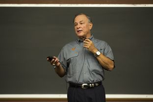 Secretary of State Carlos Cascos speaks to a University of Texas class about what students need to know to vote in November.
