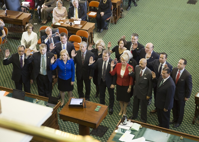 State senators are sworn in on the opening day of the 85th Texas Legislature on Jan. 10, 2017.