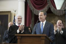 Chief Justice Nathan Hecht applauds Speaker Joe Straus on the opening day of the 2017 Texas legislative session, Jan. 10, 2017.