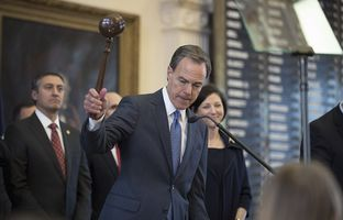 Newly re-elected House Speaker Joe Straus adjourns the House on the first day of the 85th Legislature on January 10, 2017.