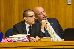 Defense attorney Carlos Garcia (r.) confers with former Border Patrol agent Joel Luna.