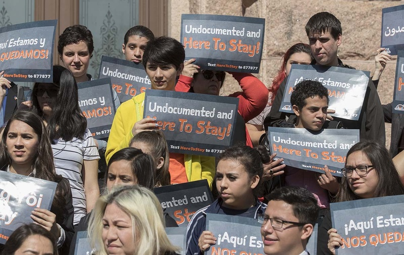 Tough Texas 'sanctuary cities' bill moves closer to approval