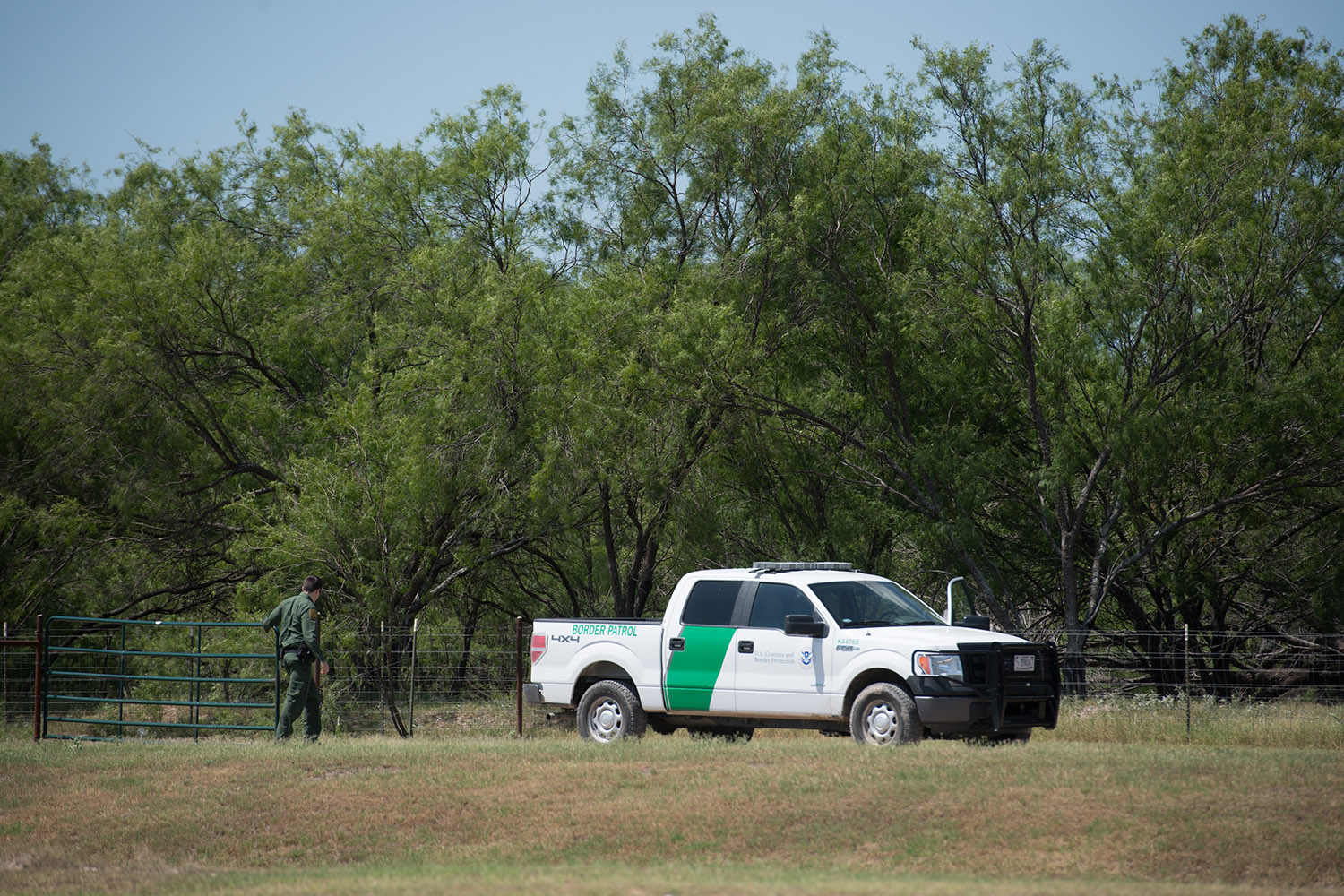A Border Patrol agent closes a gate at the Eagle Point development in Eagle Pass.