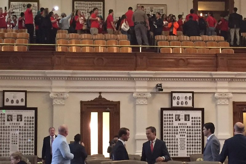 Sanctuary cities protest disrupts Texas session