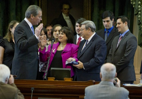 Lt. Gov. David Dewhurst swears in Sen. Leticia Van de Putte as president pro tempore of the Texas Senate on Jan. 8, 2013, the first day of the 83rd legislative session.