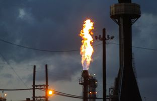 A few companies in Texas are developing pilot projects to capture and use the excess natural gas that is often vented into the air or burned during the oil drilling process.