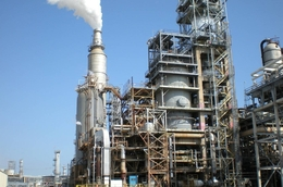 This flue gas scrubber, installed at a Valero refinery in Houston in 2006, reduces emissions of nitrogen oxide, sulfur dioxide and particulate matter.