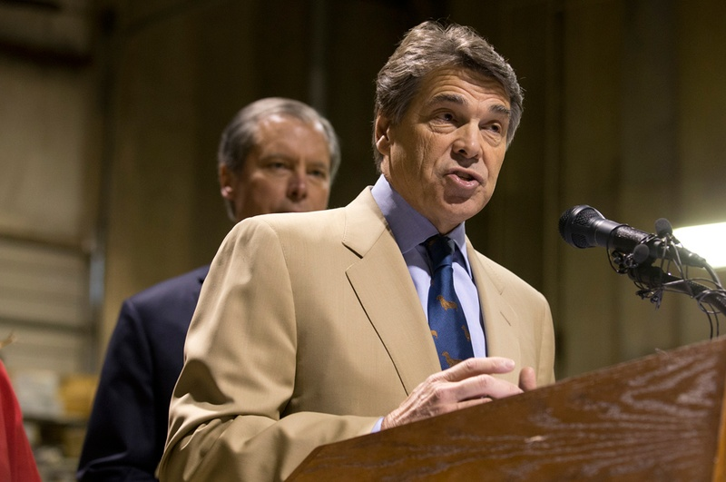 Gov. Rick Perry and Lt. Gov. David Dewhurst on Nov. 13, 2012, at a press conference on proposed legislation regarding drug testing for state benefit recipients.