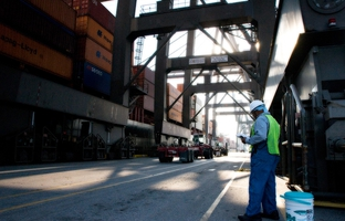 An influx of ships from Asia expected to start coming to the Port of Houston via a newly widened Panama Canalhas some Texans looking west for guidance on how to address environmental concerns amid rapid port growth.