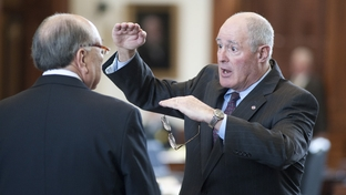 State Sen. Kel Seliger (r), R-Amarillo, explains an issue to Sen Juan Hinojosa (l), D-McAllen, on April 18, 2011.