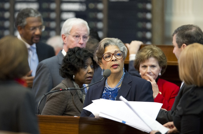 Rep. Senfronia Thompson (c), D-Houston, asks a question of Rep. David Simpson in a debate about the House rules on January 9, 2013.