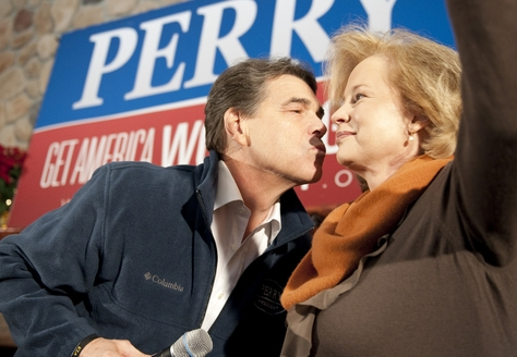 Governor Rick Perry leans over and gives wife Anita Perry a kiss during a campaign event in Sioux City, Iowa on January 2, 2012.