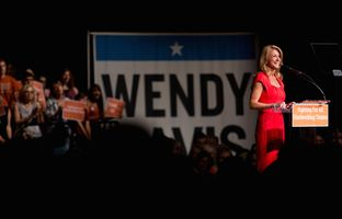 For nearly a half hour, state Sen. Wendy Davis, D-Fort Worth, spoke to a crowd of mostly women about the significance of her 11-hour filibuster of omnibus abortion legislation last year.